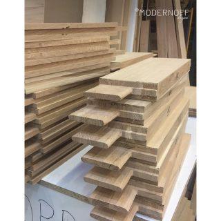Pamiętacie nasze drzwi odtworzeniowe? Mamy dla Was więcej zdjęć z procesu realizacji tego zamówienia! Drzwi wykonaliśmy z litego drewna do Pałacyku Konopackiego, bazując na już istniejącej stolarce.   #MODERNOFF #sklepinternetowy #sklepzmeblami #pięknonalata #wnętrza #meblenazamówienie #meblenawymiar #drzwinazamówienie #projektowaniewnętrz #design #woodenfurniture #woodendoor #interior #interiordesign #inspiration #furniture #furnituredesign #homedecor #homedesign