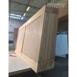 Pamiętacie nasze drzwi odtworzeniowe? Ich listwy powstały na bazie zachowanych historycznych elementów!  #MODERNOFF #sklepinternetowy #sklepzmeblami #pięknonalata #wnętrza #meblenazamówienie #meblenawymiar #drzwinazamówienie #projektowaniewnętrz #design #woodenfurniture #woodendoor #interior #interiordesign #inspiration #furniture #furnituredesign #homedecor #homedesign