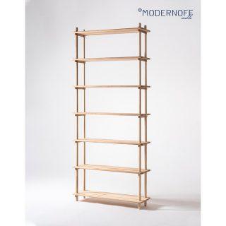 Regał MIYAMA choć wygląda niepozornie (wymiary: 100x30x233 cm), to potrafi naprawdę sporo pomieścić na swoich półkach. Dla zapewnienia lepszej stabilności należy go przymocować do ściany.  Możemy Wam zdradzić, że pracujemy nad różnymi rozmiarami tego regału. 🙂  fot. @wasabi.studio  #MODERNOFF #pięknonalata #MIYAMA #regał #drewnianyregał #wnętrza #meblenazamówienie #meblenawymiar #projektowaniewnętrz #design #woodenfurniture #drewno #drewnodębowe #dąb #drewnonaturalne #drewnianemeble